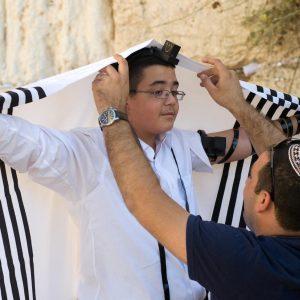 prenda de vestir judia usada en ceremonias religiosas